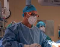 Este tipo cirugía también permite llegar a los planos de la anatomía del cuerpo que la cirugía tradicional no alcanza.